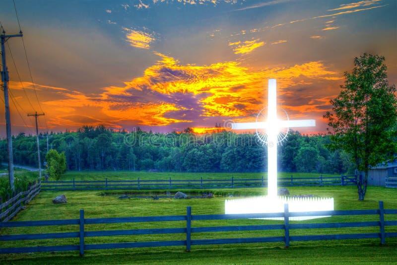 Glanzend wegkantkruis op een plattelandsgebied, tijdens zonsopgang, HDR-kleur royalty-vrije stock foto's