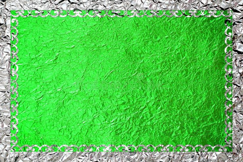 Glanzend zilveren kader met een patroon op de groene folieachtergrond royalty-vrije stock afbeelding