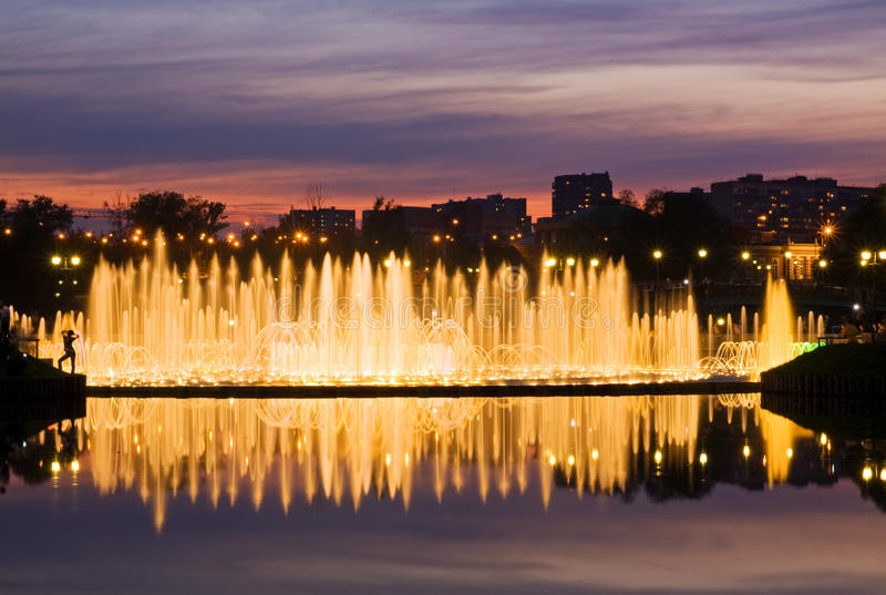 Glanzende fontein royalty-vrije stock foto's
