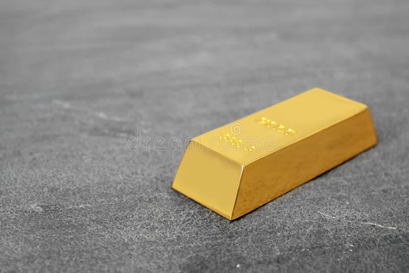 Glanzende gouden bar op lijst