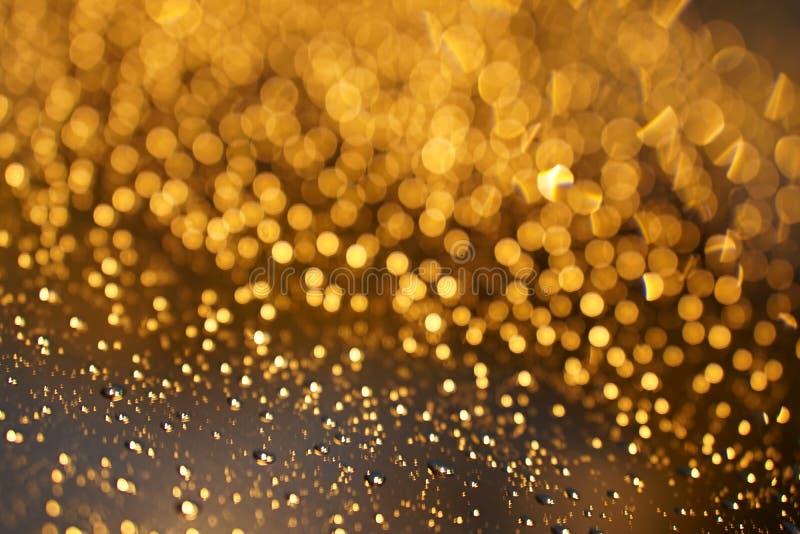 Glanzende Gouden bokeh op het venster royalty-vrije stock afbeelding