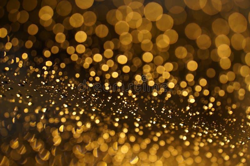 Glanzende Gouden bokeh op het venster stock afbeeldingen