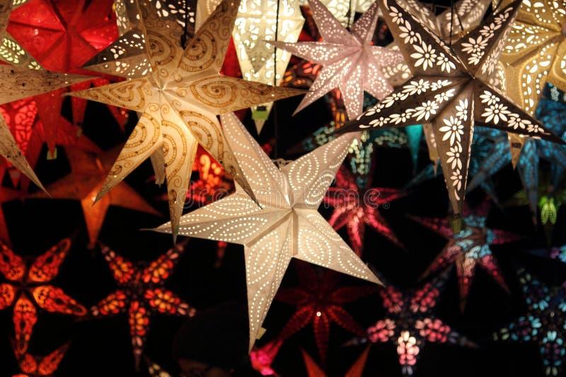 Glanzende Kerstmissterren royalty-vrije stock afbeeldingen
