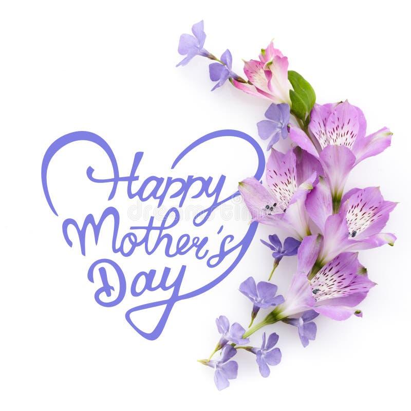 Glappade mödrar dag Blommornas sammansättning Utandning av olika färgade blommor Platt, översida arkivbild