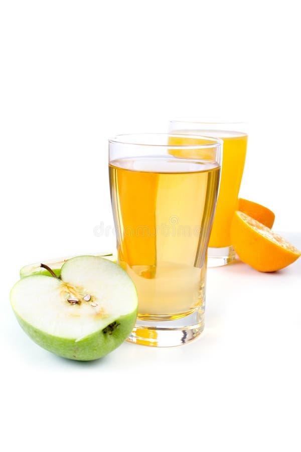 Glas Apfel und Orangensaft lizenzfreie stockbilder