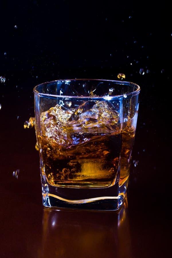 Glas bevroren whisky stock afbeelding