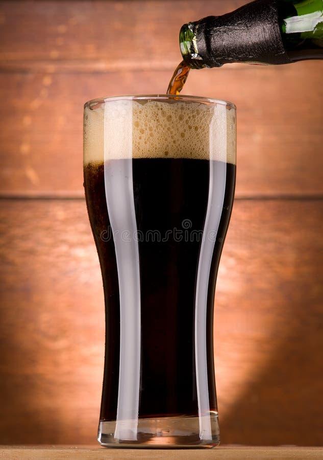 Glas Bier lizenzfreie stockfotos