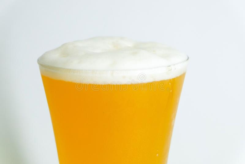 Glas Bier - naher hoher Schuß stockbild