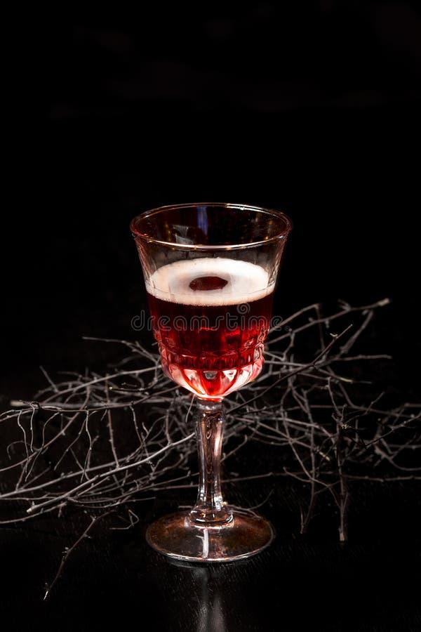 Download Glas Blutiger Roter Moosbeeralkohol Stockfoto - Bild von cocktail, nachtisch: 90236834