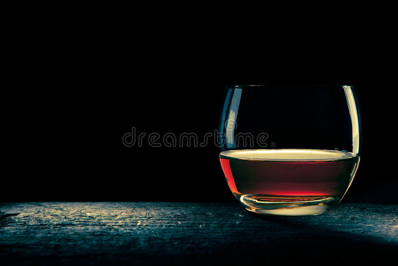 Glas bourbon stock foto's