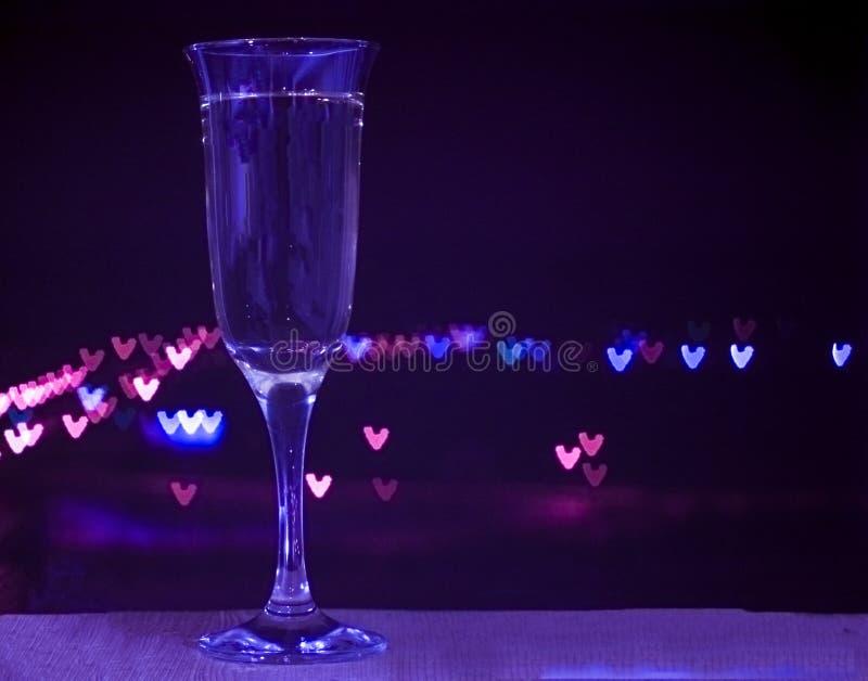 Glas champagne op bokehachtergrond stock foto's