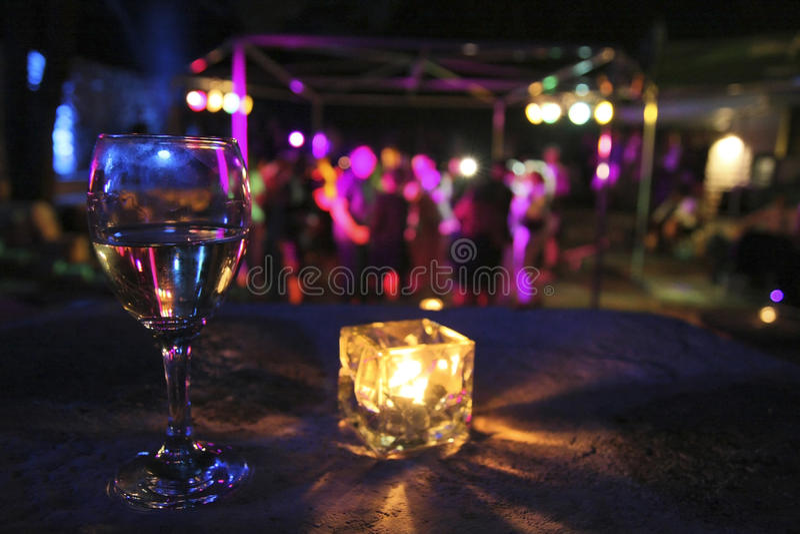 Glas des Getränks in der Party lizenzfreies stockfoto