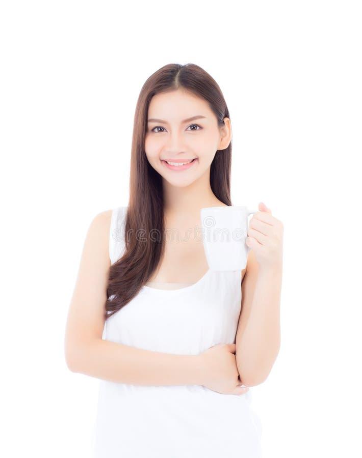 Glas des lächelnden und Trinkwassers der asiatischen jungen Frau des schönen Porträts mit frischem und reinem für Diät lizenzfreie stockfotografie