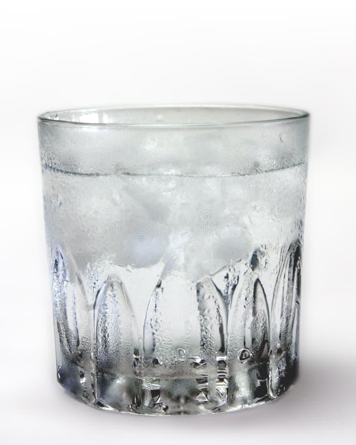 Glas eiskaltes Wasser stockfoto