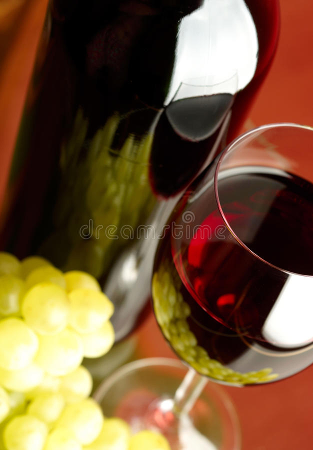 Glas en fles royalty-vrije stock afbeelding