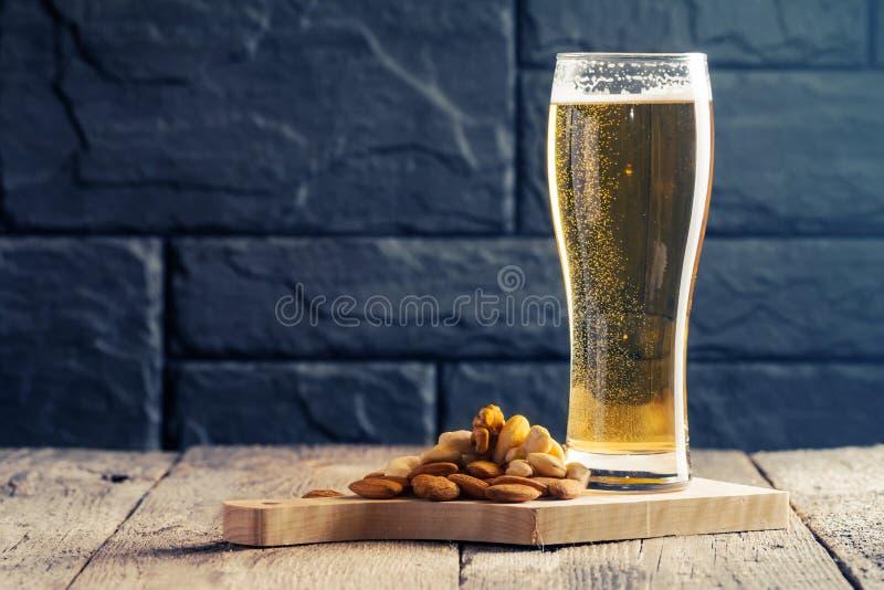 Glas helles Bier stockfoto