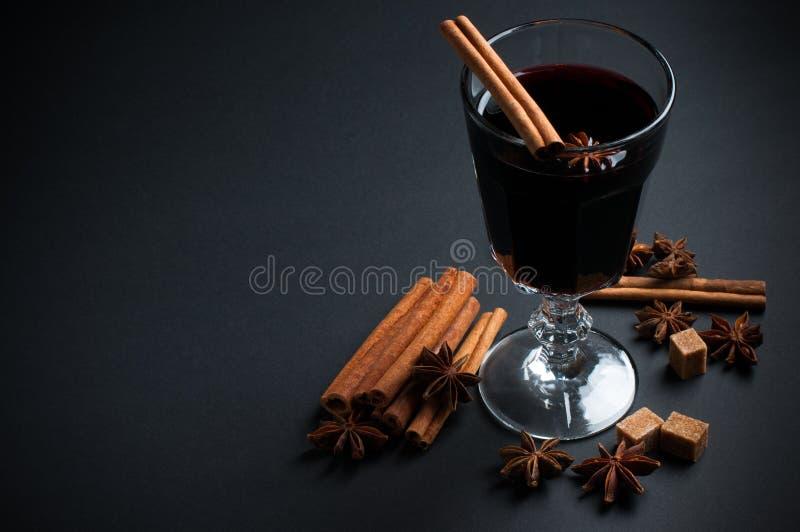 Glas hete overwogen wijn royalty-vrije stock foto's