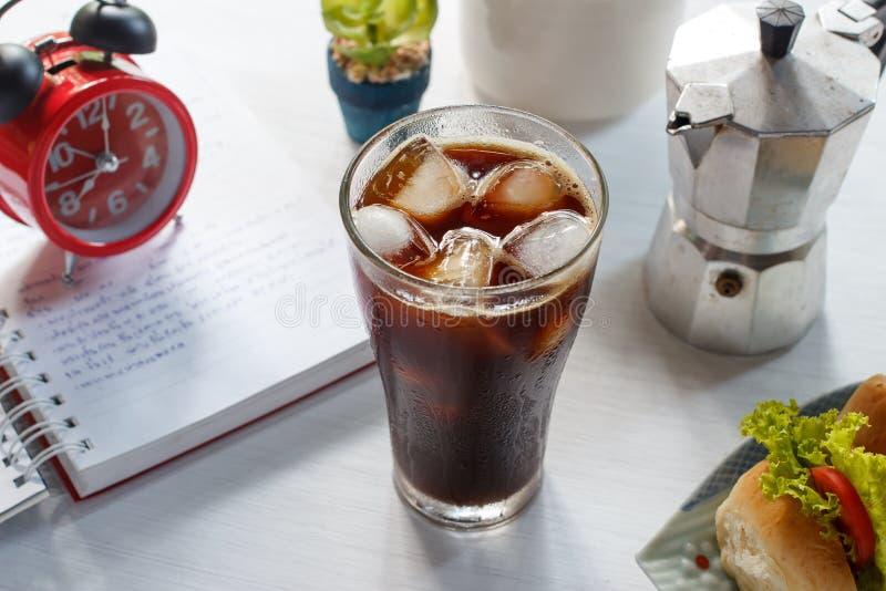Glas kalter gefrorener Kaffee stockfotos