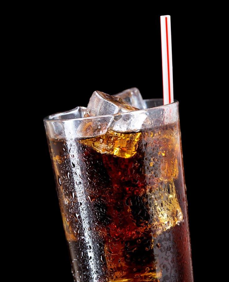Glas kola met ijs royalty-vrije stock afbeeldingen