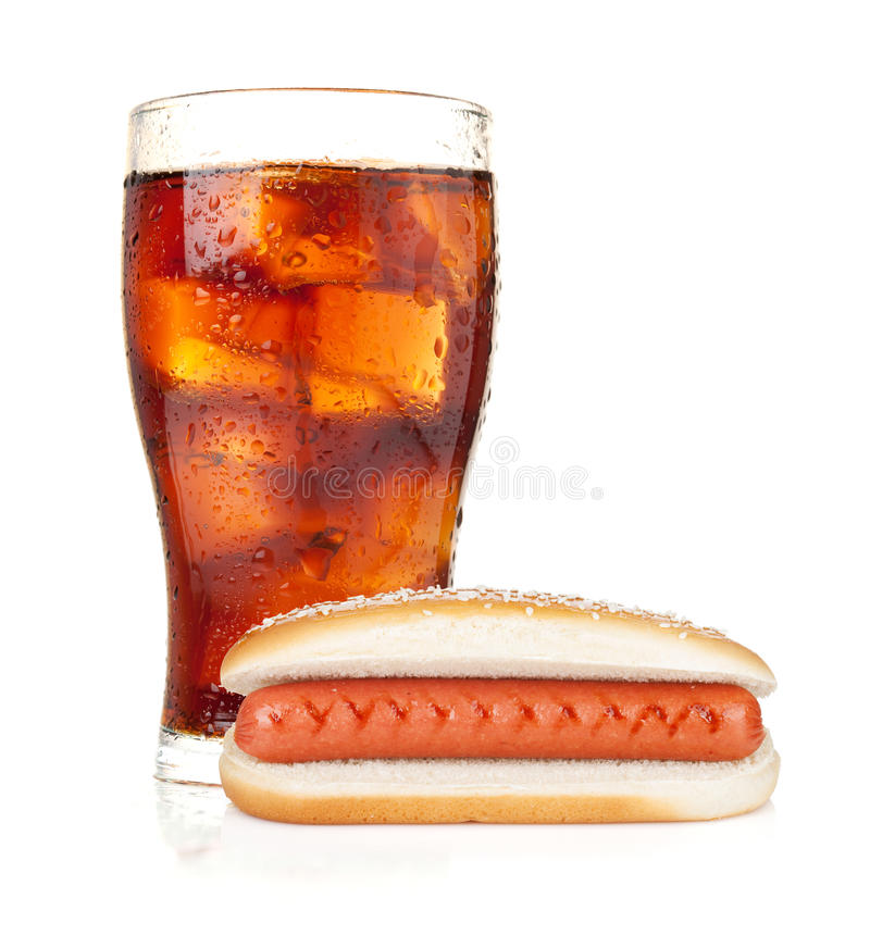 Glas Kolabaum mit Eis und Hotdog stockbilder