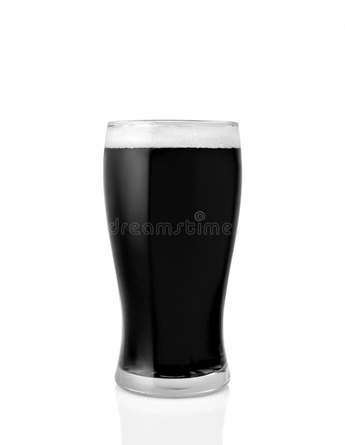 Glas licht die bier op witte achtergrond wordt geïsoleerd royalty-vrije stock foto