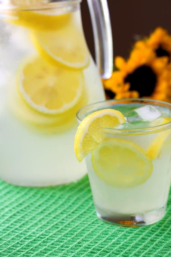 Glas limonade stock afbeelding