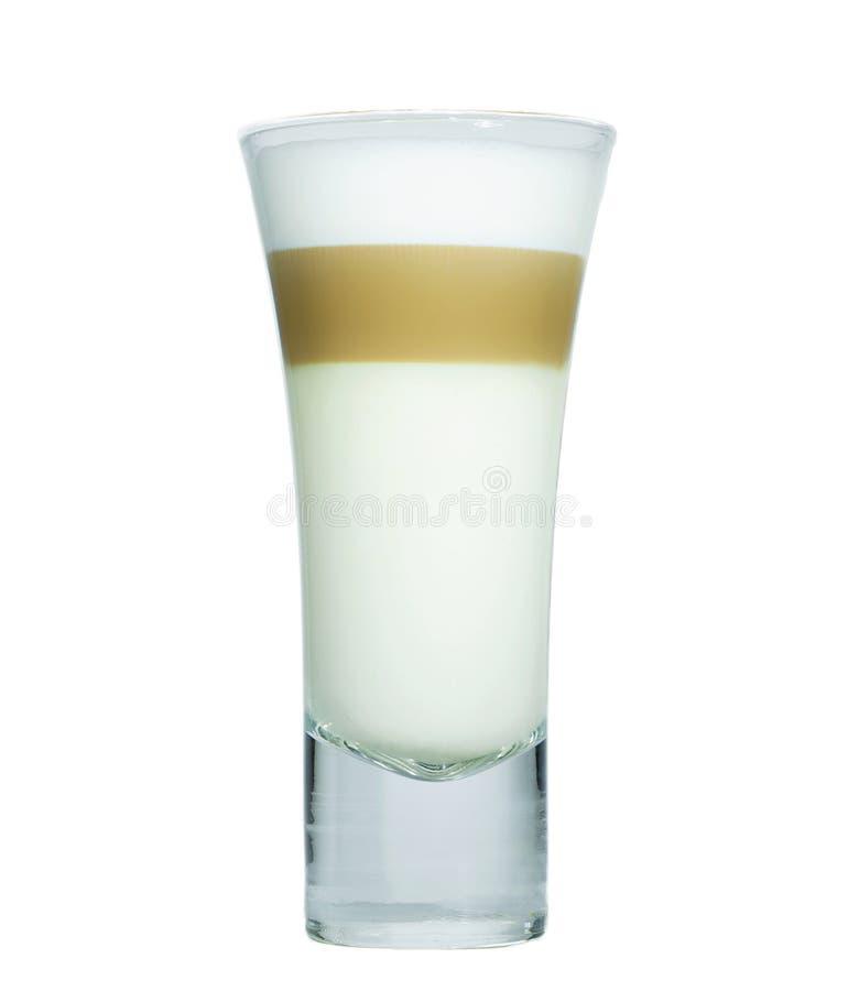 Glas met klassieke lattekoffie stock foto's