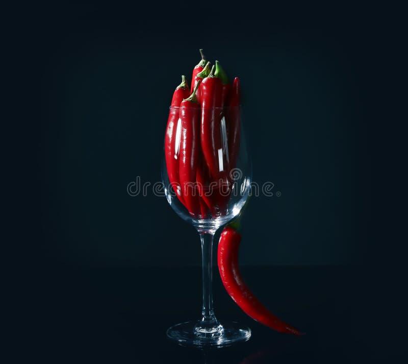 Download Glas Met Rode Spaanse Peperpeper Stock Foto - Afbeelding bestaande uit peper, mexicaans: 107703290