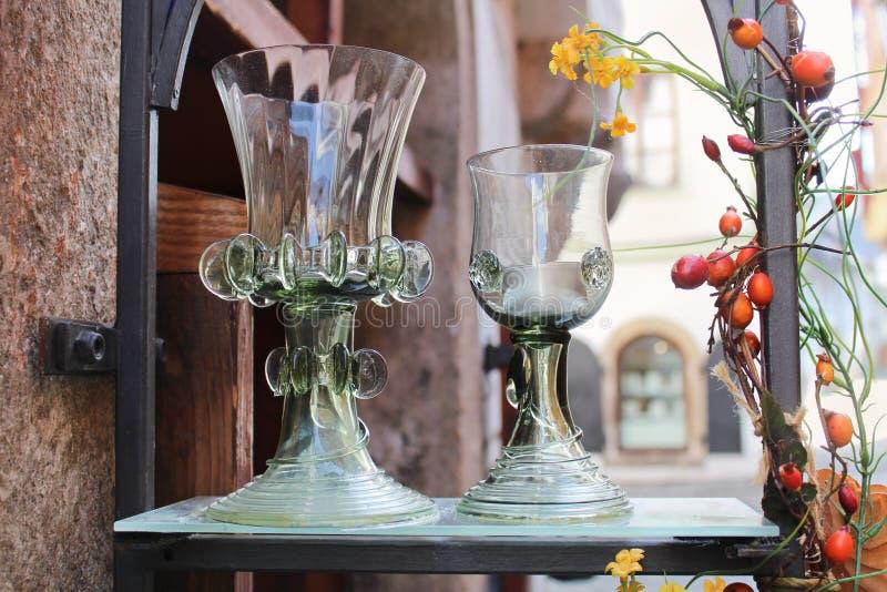 Glas mit Dekoration und Brier stockfotografie