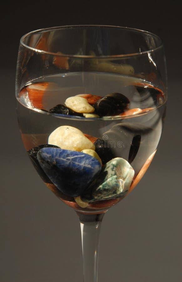 glas mit farbigen steinen und wasser stockbild bild von glas rein 11564785. Black Bedroom Furniture Sets. Home Design Ideas