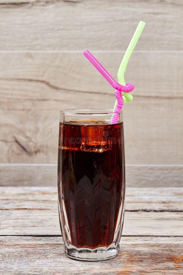 Glas mit Koks und Stroh stockbilder