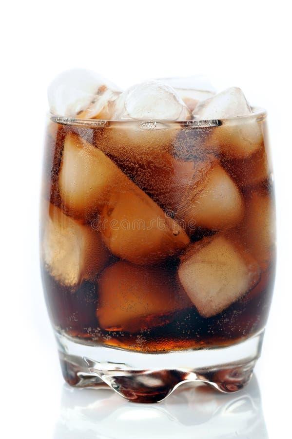 Glas mit Kolabaum und Eis stockbilder