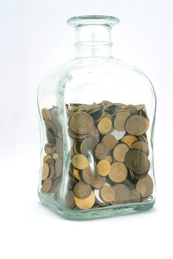Glas mit Münzen stockfotos