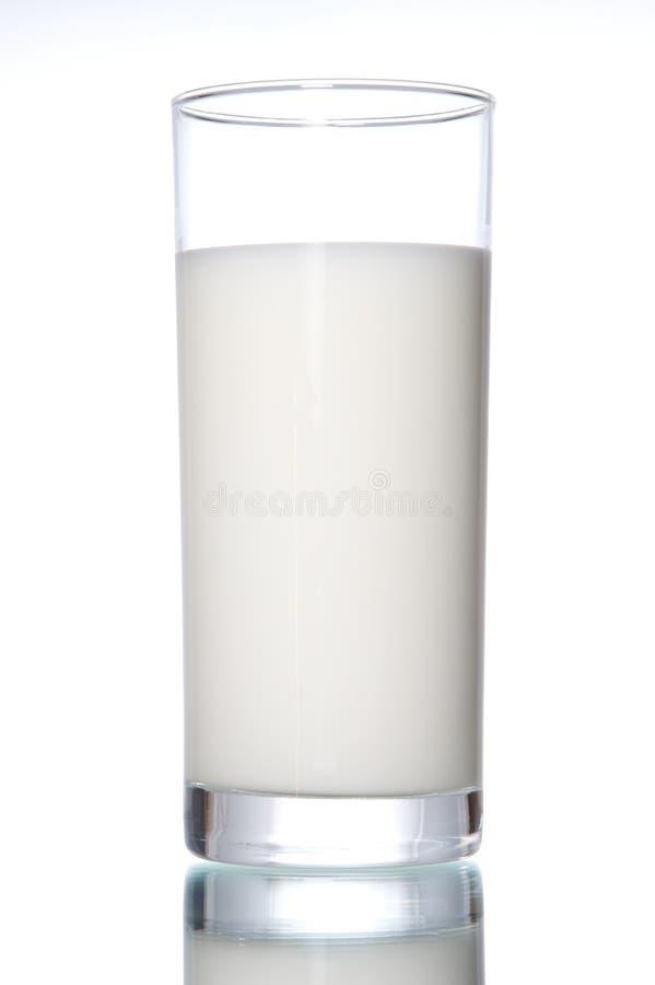 Glas mit Milch stockbild