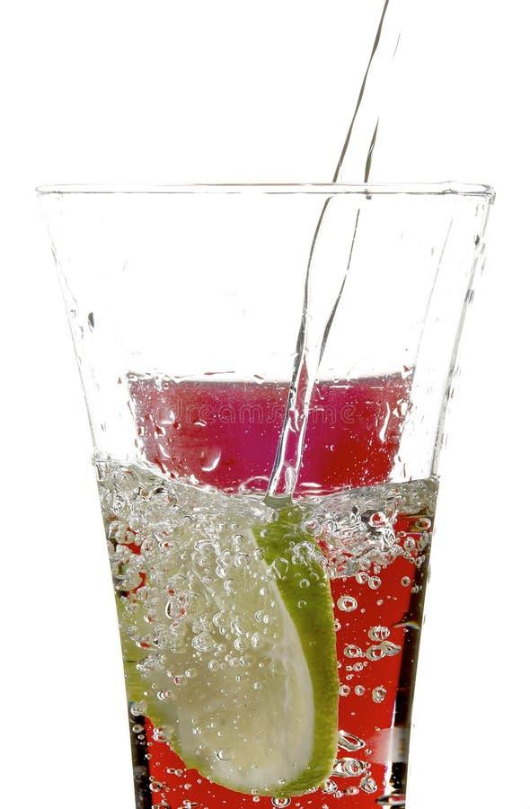 Glas mit Saft und Zitrone stockfotos