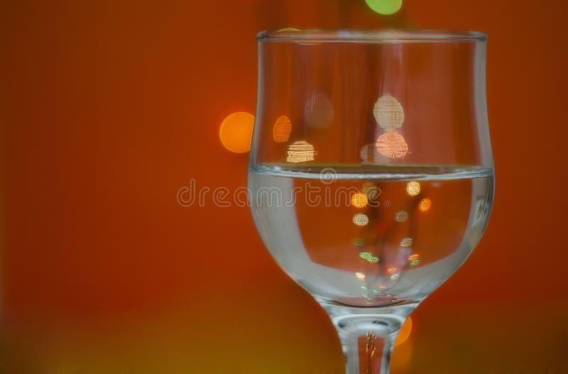 Glas mit Wasser stockfoto
