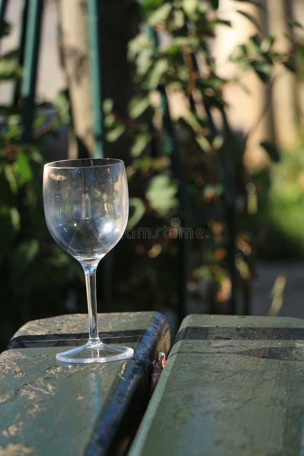 Glas op de lijst stock foto