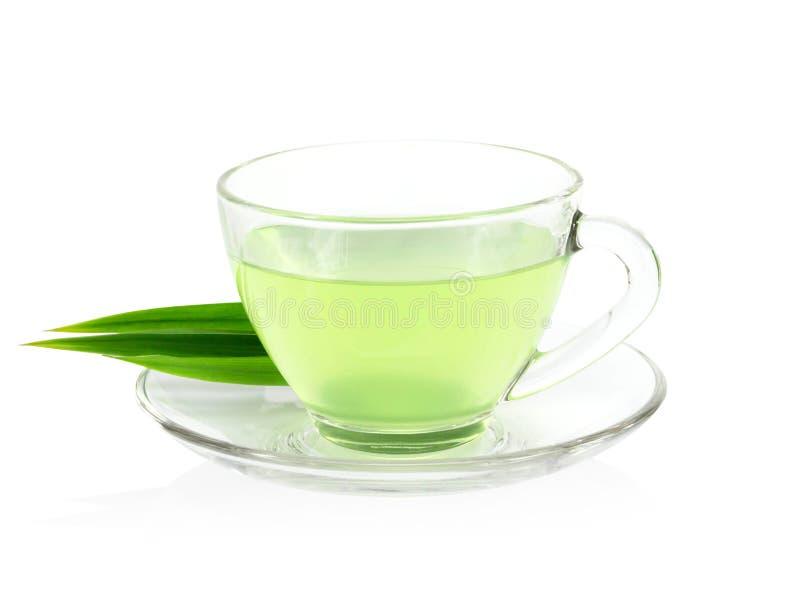 Glas pandan Saft mit den grünen Blättern lokalisiert auf weißem Hintergrund lizenzfreie stockfotografie
