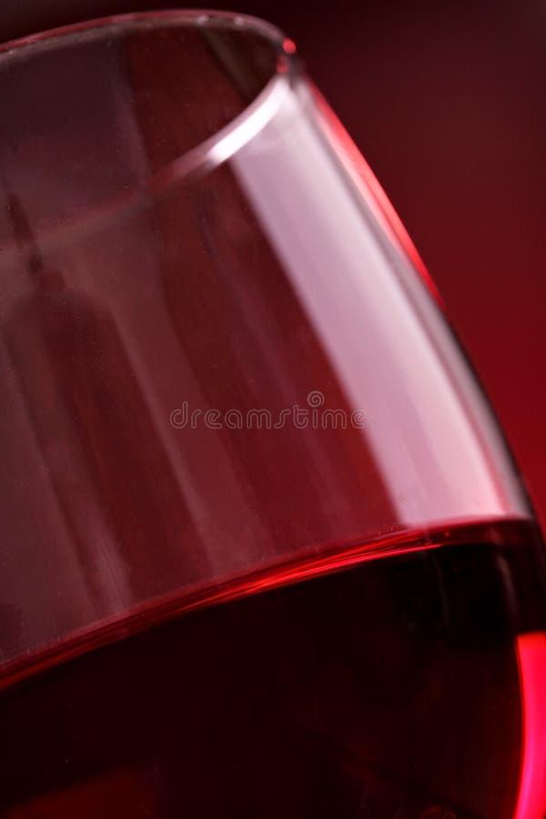 Glas rode wijn close-up Selectieve nadruk Lage diepte van gebied Rode wijn clsoeup royalty-vrije stock afbeeldingen