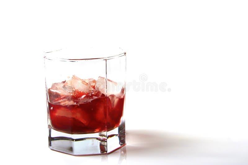 Glas rum met ijs stock foto