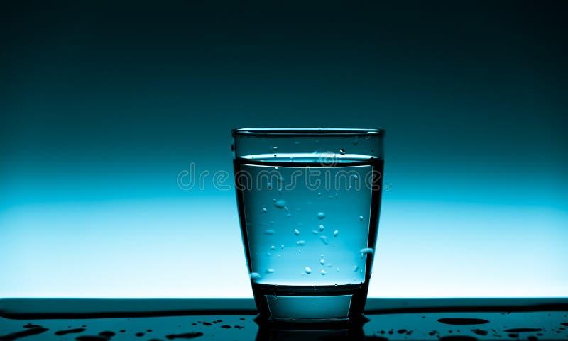 Glas schoon drinkwater royalty-vrije stock foto