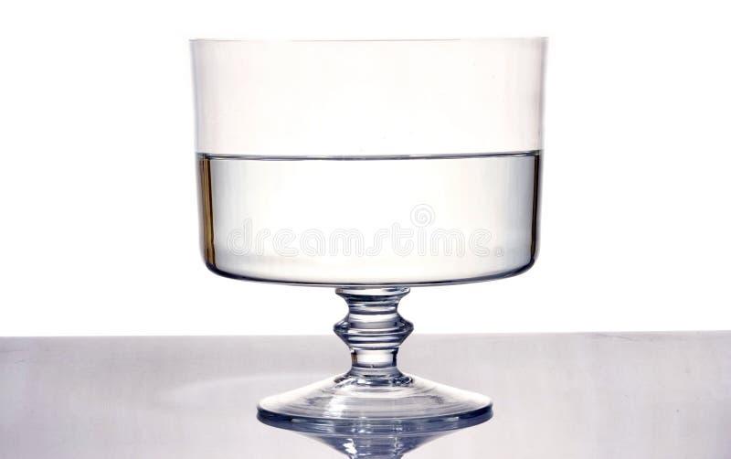Glas strömendes Wasser stockfotografie
