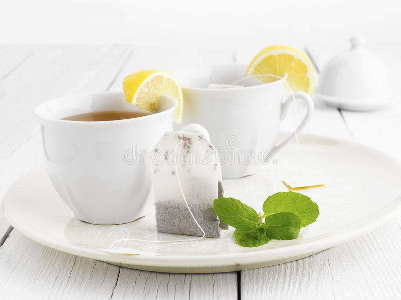 Glas Tee mit Beutel-Ende lizenzfreies stockfoto