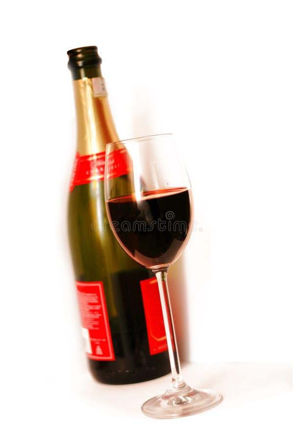 Glas und eine Champagnerflasche lizenzfreie stockfotos
