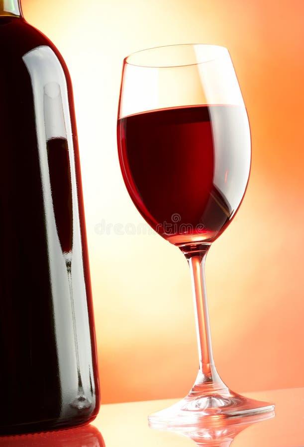 Glas und Flasche lizenzfreie stockbilder