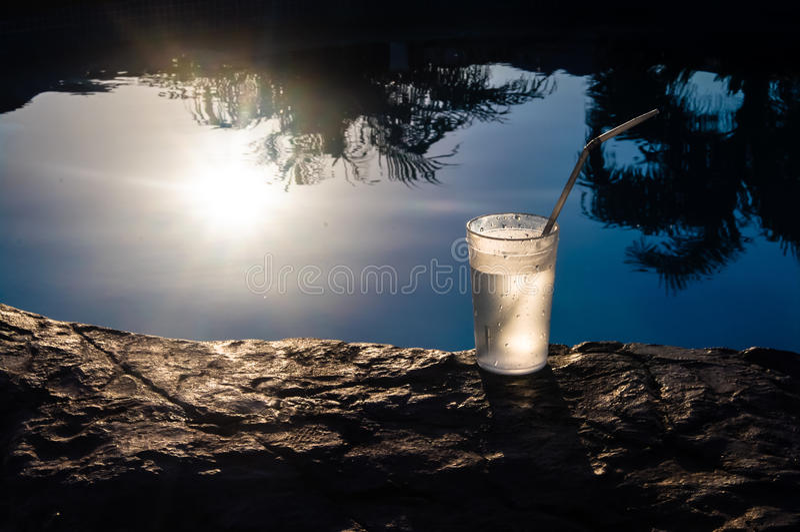 Glas und Sun lizenzfreie stockbilder