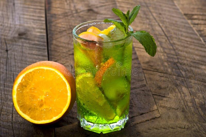 Glas van koude cocktail stock foto's