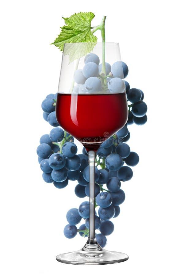 Download Glas Van Rode Die Wijn En Druif Op Wit Wordt Geïsoleerd Stock Foto - Afbeelding bestaande uit leisure, oogst: 39112620