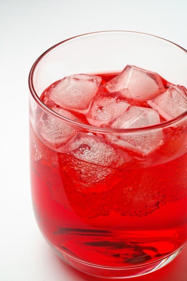 Glas van rode drank met ijs 3 royalty-vrije stock afbeeldingen