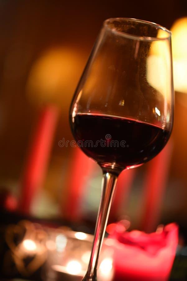 Glas van rood aan diner royalty-vrije stock foto's